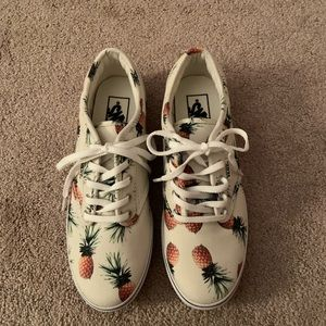 Like New! Vans with pineapples! Size 6.5